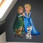 De favoriete stripviguur van zoon of dochter op de muur van de kinderkamer