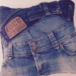 kussen van oude spijkerbroeken