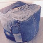 poef van oude spijkerbroeken