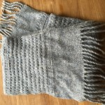 Warme wintersjaal van Drops air, met 65% alpaca